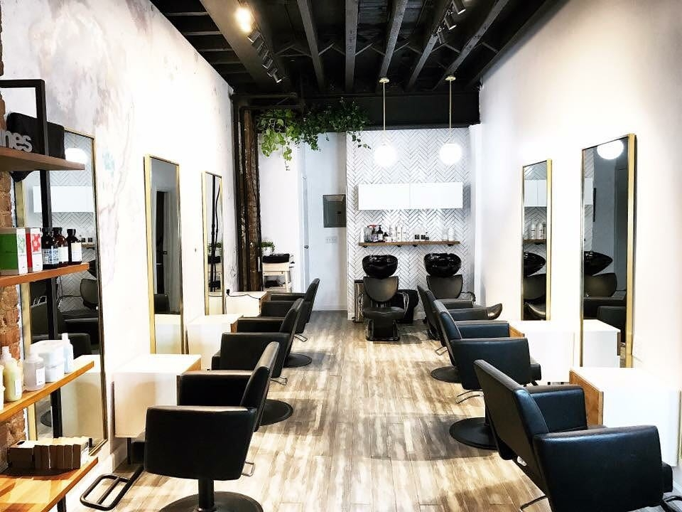 Narrow salon floor plan